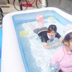 スタッフも浮き輪で浮いて遊んだり(笑)